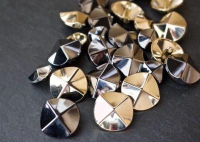 Metallknopf