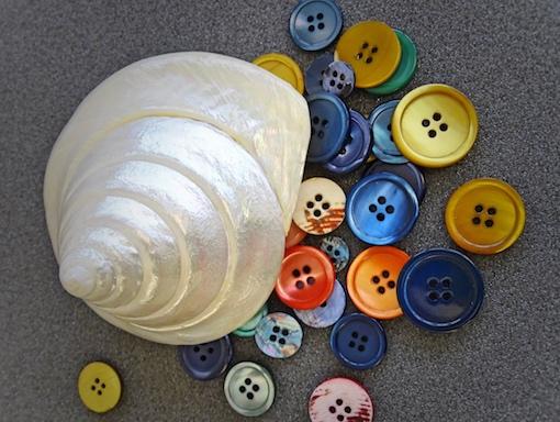 Perlmuttknöpfe färben Färbung von Perlmuttknöpfen Knopffärbung Färbung von Knöpfen Fäberei Knopf